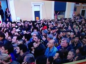 Manifestanti in Piazza Montecitorio (in via di trasferimento in Piazza del Popolo)