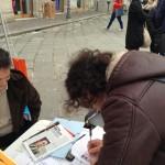 On.le Paolo Parentela (M5S) anche lui in Piazza Prefettura, sabato pomeriggio, per le firme sul piano rifiuti a 5 stelle che il Movimento propone per far uscire la Calabria dall'emergenza