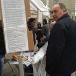 On.le Paolo Parentela (M5S) in Piazza Prefettura, di sabato pomeriggio, per firme piano rifiuti a 5 stelle che Movimento propone