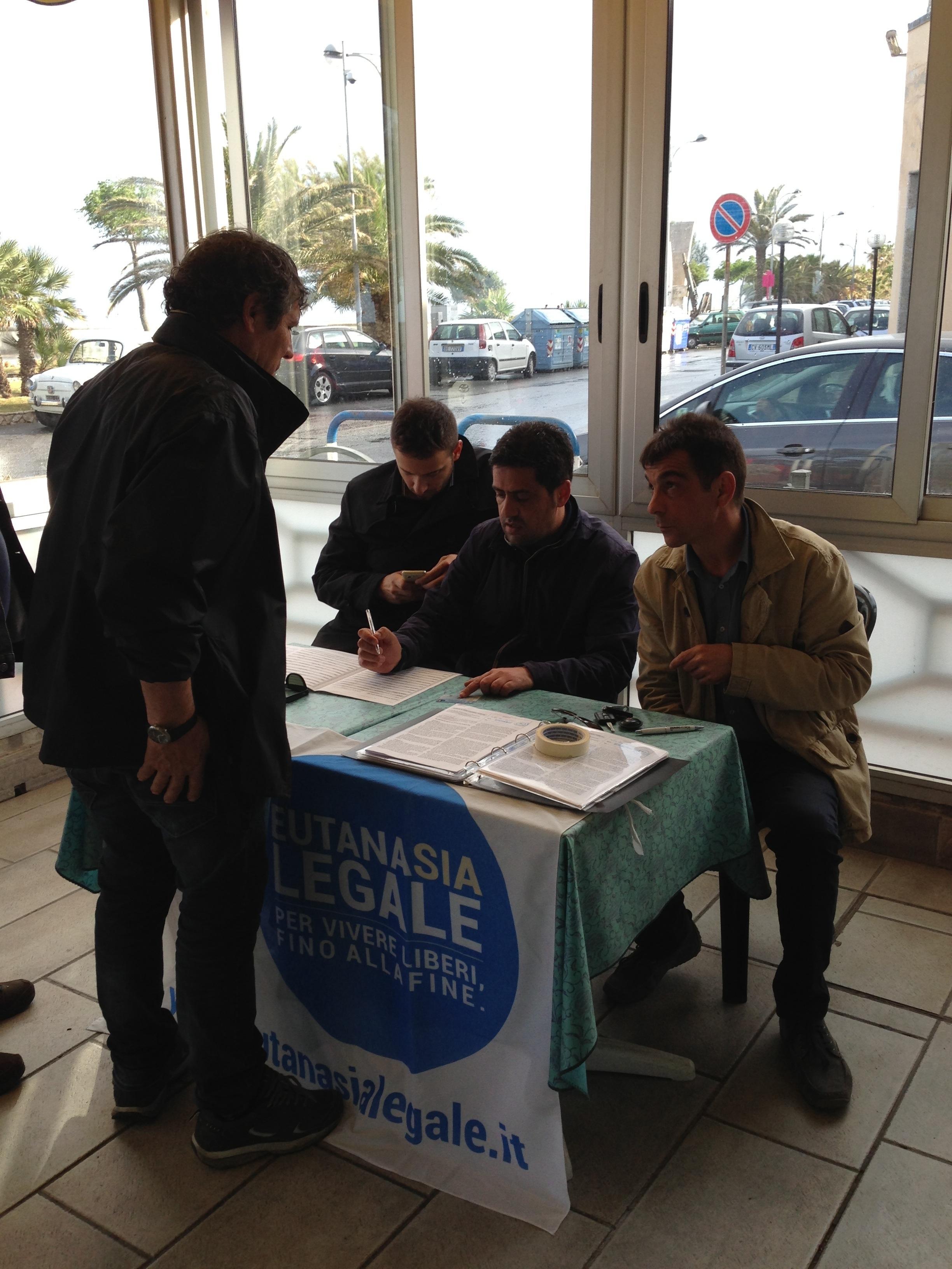 Eutanasia legale: raccolta a Catanzaro con Sel e Socialisti ecologisti
