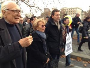 Marco Pannella, Emma Bonino e Ignazio Marino durante la III marcia per l'amnistia (Natale 2013)